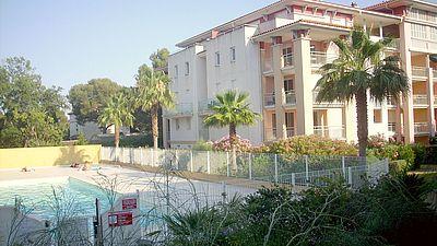 Calanques du Parc, centre ville de Saint Aygulf 83, piscine, 6 couchages, garage, internet, particuliers