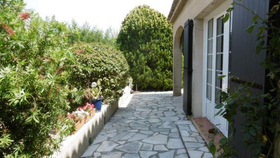 Studio dans villa, Fréjus - Saint Aygulf 83370, 2 couchages, au calme, internet gratuit, proche centre ville